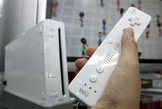 <p>D'après le cabinet d'études NPD, les ventes de jeux et matériels vidéo sur le marché américain ont augmenté de 13% en janvier par rapport au même mois de 2008, dopées par les consoles Wii et DS de Nintendo. /Photo d'archives/REUTERS/Yuriko Nakao</p>