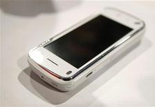 <p>Immagine d'archivio di uno smartphone Nokia.REUTERS/Albert Gea (SPAIN)</p>