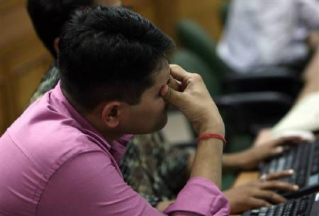 A broker reacts while trading at a stock brokerage firm in Mumbai February 16, 2009. BSE Sensex fell 3.4 percent on Monday, its biggest drop in two weeks, after an interim budget failed to provide a much needed impetus to struggling sectors such as construction and autos. REUTERS/Arko Datta