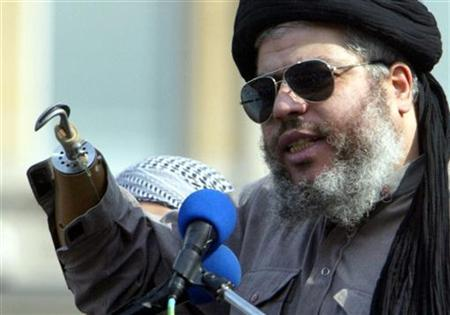 An August 25, 2002 file photograph shows radical Muslim cleric Sheikh Abu Hamza al-Masri addressing the sixth annual rally for Islam in Trafalgar Square, London. REUTERS/Ian Waldie