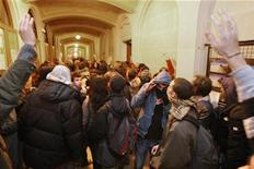 <p>Parigi, polizia interrompe occupazione all'università Sorbona. REUTERS/Philippe Wojazer</p>