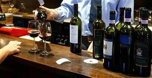 <p>Un bicchiere di Brunello di Montalcino . REUTERS/Max Rossi</p>