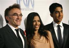 """<p>actriz Freida Pinto y el actor Dave Patel, miembros del elenco de """"Slumdog Millionare"""" durante la entrega de premios del Sindicato de Productores de Hollywood en Los Angeles, 24 ene 2009. Existe cierta ironía en las quejas al filme nominado al Oscar """"Slumdog Millionaire"""" sobre que recicla clichés sobre la empobrecida India: está basada no solo en un libro escrito por un indio, que además es un importante de la nación asiática. REUTERS/Mario Anzuoni</p>"""