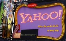 <p>Un'insegna con il logo di Yahoo!. REUTERS/Brendan McDermid</p>