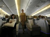 <p>A flight attendant walks down the aisle during a flight tour for journalists, organized by Emirates airline, in Dubai September 7, 2007. REUTERS/Ahmed Jadallah</p>
