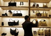 <p>An employee arranges bags at a Gucci showroom in Mumbai November 25, 2008. REUTERS/Arko Datta</p>