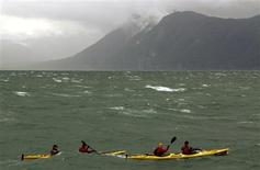<p>Members of British Team Helly Hansen Prunesco kayak in the Otway Sound during the fifth stage of the Wenger Patagonian Expedition Race in southern Chile, February 13, 2009. REUTERS/Will Gray</p>