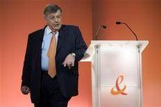 <p>Didier Lombard, directeur général de France Télécom. Les résultats de l'opérateur télécoms sont légèrement supérieurs aux attentes pour 2008, grâce à la bonne tenue de son activité de téléphonie mobile, mais le groupe dit envisager en 2009 une érosion de son taux de marge brute opérationnelle (MBO) comparé aux 36,3% de 2008. /Photo prise le 4 mars 2009/REUTERS/Charles Platiau</p>