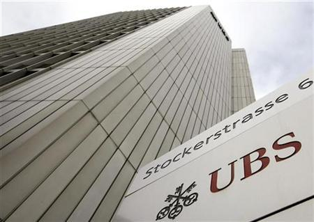The logo of Swiss bank UBS is seen in front of an office building in Zurich February 9, 2009. REUTERS/Arnd Wiegmann