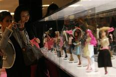 <p>Women take photographs of Barbie dolls on a display during the opening ceremony of Barbie Shanghai flagship store in Shanghai March 6, 2009. REUTERS/Aly Song</p>