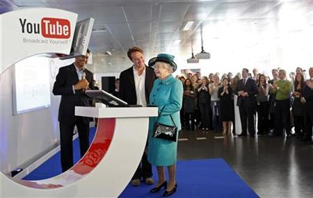 Queen Elizabeth (C) uses a computer to upload a video to the Royal Channel on YouTube as Chad Hurley, co-founder of YouTube, and Nikesh Arora (partially obscured), president of Google Europe, Middle East and Africa, looks on at Google's British headquarters in London in this file photo from October 16, 2008. REUTERS/Adrian Dennis/Pool
