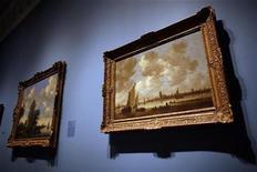 """<p>Un dipinto di van Goyen (1596-1656) a un'anteprima per la stampa di una mostra di dipinti raramente esposti in pubblico dal titolo """"Reclaimed: Paintings from the Collection of Jacques Goudstikker"""", al Museo ebraico di New York. REUTERS/Shannon Stapleton</p>"""