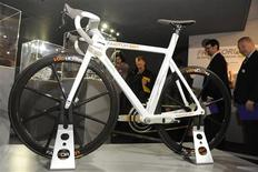 <p>Visitors view the Factor 001 bicycle at the Science Museum in central London, March 11, 2009. REUTERS/Toby Melville</p>