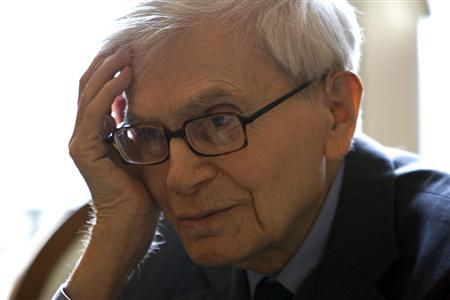 Physicist Bernard d'Espagnat of France is seen during an interview with Reuters in Paris, March 13, 2009. REUTERS/Charles Platiau