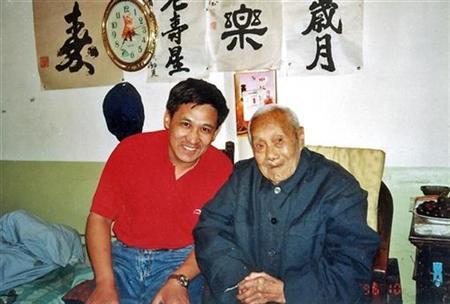 Jia Yinghua (L), the author of ''The Last Eunuch of China'', poses with China's last eunuch, Sun Yaoting, at Sun's house in Beijing in a 1996 photo. REUTERS/Handout