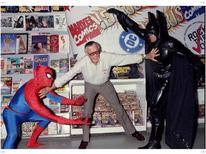 <p>Stan Lee, criador de personagens da Marvel, separa briga entre Homem-Aranha e Batman durante evento em loja de quadrinhos, em 1998</p>