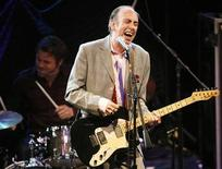 <p>Mick Jones, former guitarist and vocalist of English punk rock band The Clash, performs with his new band Carbon/Silicon at the 2008 NME Awards USA at El Rey theater in Los Angeles, April 23, 2008. REUTERS/Mario Anzuoni</p>