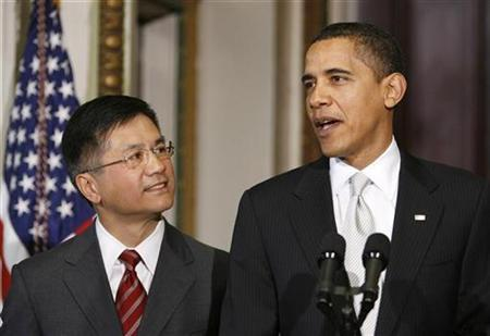 President Barack Obama nominates Washington Governor Gary Locke (L) to become commerce secretary in Washington February 25, 2009. REUTERS/Kevin Lamarque