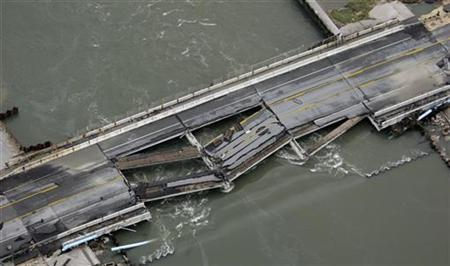 A washed out bridge is shown after Hurricane Ike passed through, in this aerial view of Gilchrist, Texas, September 14, 2008.REUTERS/David J. Phillip/Pool