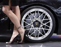 <p>A model poses next to a Lamborghini Gallardo LP 560-4 during the Geneva Car Show, March 4, 2008. REUTERS/Denis Balibouse</p>