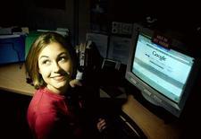 <p>Una navigatrice del web. REUTERS</p>