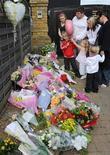<p>Fiori in omaggio a Jade Goody in Upshire, Essex. REUTERS/Toby Melville</p>