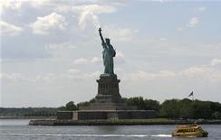 <p>La statua della libertà a Liberty Island, New York. REUTERS/Shahida Ariff Patail</p>