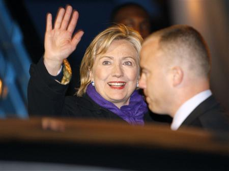 Secretary of State Hillary Clinton waves as she arrives at Schiphol Airport March 30, 2009. Clinton is in the Netherlands to attend the International Conference on Afghanistan held on March 31 in The Hague. REUTERS/Michael Kooren