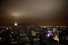 <p>Вид на Манхэттен с одного из небоскребов Нью-Йорка 28 марта 2009 года. Количество свободных офисных площадей в финансовом сердце США достигло 12 процентов в первом квартале 2009 года и может вырасти до уровней, неведомых с начала 1990-х годов на фоне масштабных увольнений. REUTERS/Eric Thayer</p>