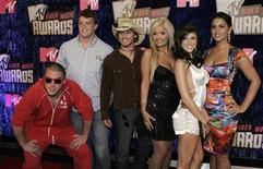 """<p>Foto de archivo del elenco de """"Real World Sydney"""" a su llegada a los premios MTV en Las Vegas, EEUU, 9 sep 2007. El canal estadounidense MTV anunció que ha ordenado la producción de cuatro temporadas más de su éxito de reality televisivo """"The Real World"""". REUTERS/Steven Marcus</p>"""