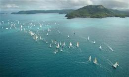 <p>The fleet heads off in Race 1 at the Hamilton Island Hahn Premium Race Week off Hamilton Island in North Queensland August 20, 2005. REUTERS/Jack Atley</p>