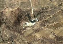 <p>Спутниковая фотография полигона Мусудан-ни в КНДР 29 марта 2009 года. Объект, запуск которого собирается осуществить Северная Корея, имеет форму шара, что подтверждает сообщения Пхеньяна о том, что 4-8 апреля КНДР выведет на орбиту свой первый искусственный спутник, сообщили американские чиновники на условиях анонимности. REUTERS/DigitalGlobe/Handout</p>