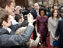 <p>Le First lady Michelle Obama e Carla Bruni-Sarkozy. REUTERS/Philippe Wojazer</p>