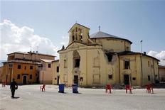 <p>Una chiesa danneggiata dal sisma a Paganica, in provincia dell'Aquila. REUTERS/Giampiero Sposito (ITALY DISASTER)</p>