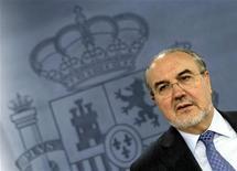 <p>Министр экономики Испании Педро Солбес на пресс-конференции в Мадриде 29 марта 2009 года. - Испания и Дания провели во вторник перестановки в правительствах, обновив ключевых министров. REUTERS/Sergio Perez</p>
