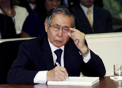 Peru's Former President Alberto Fujimori listens to the judge during the reading of the sentence of his trial at the special police headquarters in Lima April 7, 2009. REUTERS/Francisco Medina/Justice Palace/Handout