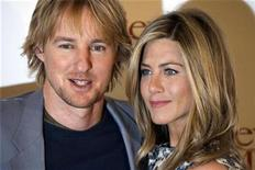 "<p>Cast members Jennifer Aniston (R) and Owen Wilson pose during the photocall to promote the movie ""Marley & Me"" in Paris February 26, 2009. REUTERS/Charles Platiau</p>"
