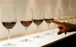 <p>Glasses of wine are displayed at the Vinitaly wine expo in Verona April 3, 2009. REUTERS/Alessandro Garofalo</p>