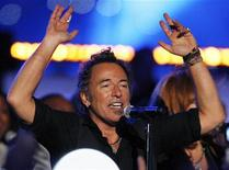 <p>La rock star Bruce Springsteen in concerto. REUTERS/Pierre Ducharme (UNITED STATES)</p>