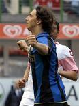 <p>Zlatan Ibrahimovic dell'Inter dopo aver segnato un gol contro il Palermo. REUTERS/Alessandro Garofalo</p>