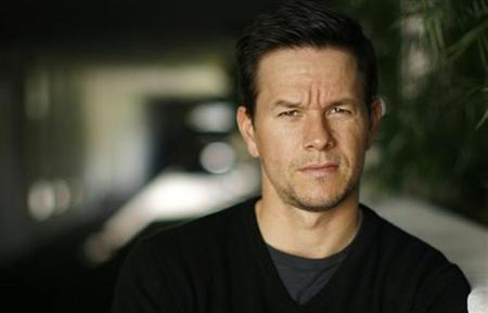 Mark Wahlberg poses for a portrait in Beverly Hills, California October 12, 2008. REUTERS/Mario Anzuoni
