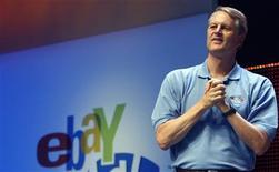 <p>Presidente do eBay, John Donahoe, faz palestra em Chicago. O eBay planeja a cisão de sua divisão Skype, por reconhecer que a empresa de telefonia via Internet não se enquadra às demais operações da empresa, o que representa uma negação da estratégia de aquisições de Meg Whitman, a antiga presidente-executiva da empresa.</p>