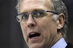 <p>Edmonton Oilers head coach Craig MacTavish yells to get the attention of a referee during the second period of the Oilers' NHL hockey game against the Minnesota Wild in St. Paul, Minnesota, January 15, 2009. REUTERS/Eric Miller</p>