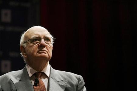 Former Chairman of the Federal Reserve Paul Volcker listens to an introduction before he addresses an audience regarding multilateralism and global issues at New York University March 25, 2009. REUTERS/Lucas Jackson