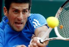 <p>Novak Djokovic, número três no ranking mundial de tênis, se recuperou de um início de jogo vacilante para bater o suíço Stanislas Wawrinka por 4-6, 6-1 e 6-3 neste sábado e chegar à final do Masters de Monte Carlo. REUTERS/Eric Gaillard (MONACO SPORT TENNIS)</p>