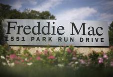 <p>Стенд с логотипом ипотечного агентства Freddie Mac у штаб-квартиры компании в городе Маклин 8 сентября 2008 года. Финансовый директор одного из крупнейших в США ипотечных агентств Freddie Mac Дэвид Келлерман найден мертвым в своем доме. REUTERS/Jason Reed</p>