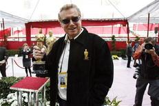 <p>Red Carpet television host Regis Philbin holds a replica Oscar while checking preparations for the 80th annual Academy Awards in Hollywood February 23, 2008. REUTERS/Mario Anzuoni</p>