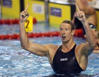 <p>Nadador francês Alain Bernard celebra novo recorde mundial nos 100m livre REUTERS/Jean-Paul Pelissier</p>
