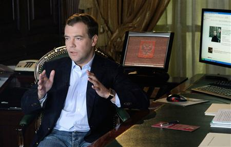 Russian President Dmitry Medvedev records his first video address that is to be posted on his internet blog at his Gorki residence outside Moscow April 22, 2009. REUTERS/RIA Novosti/Pool