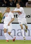 <p>Jogadores do Hertha Berlim comemoram gol na vitória por 1 x 0 sobre o Hoffenheim para assumir o 2o lugar no Campeonato Alemão. REUTERS/Thomas Bohlen</p>